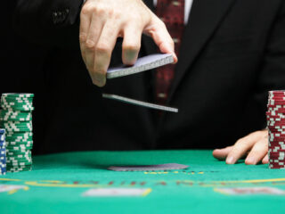 How to Find the Best Oval Poker Table